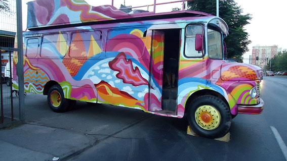 Microbus graffiti comercial La Polar
