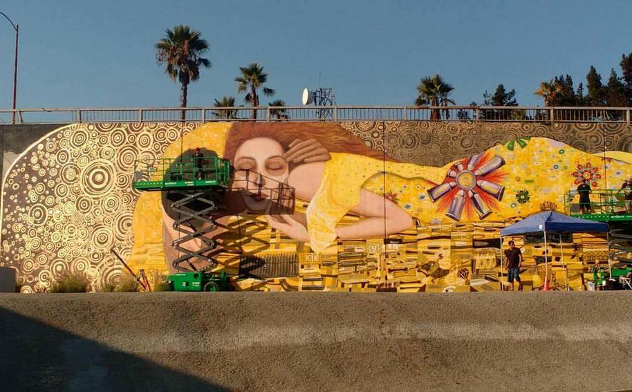 """""""War Kiss""""Mural EL BESO DE GUERRA"""